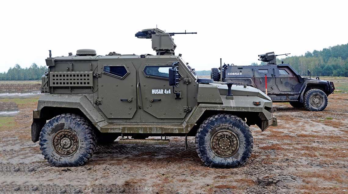 Oba pojazdy – Tatra Husar i Otokar Cobra II były prezentowane na pokazie zorganizowanym na terenie poligonu Wojskowego Instytutu technicznego Uzbrojenia. W jego trakcie demonstrowano m.in. możliwości tych wozów w poruszaniu się w trudnym terenie.