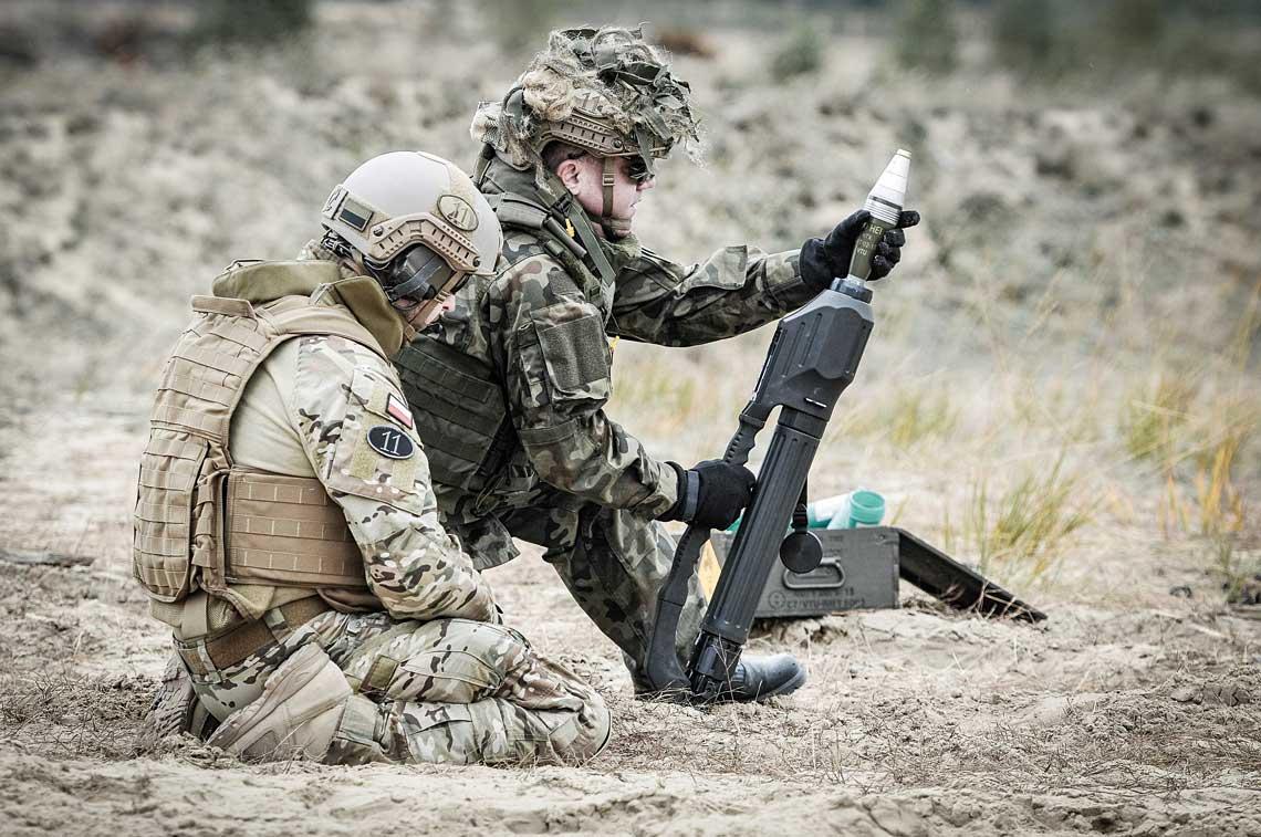 Moździerze LRM vz. 99 ANTOS są od 2010 r. użytkowane przez Siły Zbrojne RP. Poza pododdziałami bojowymi Wojsk Specjalnych, od niedawna wykorzystywane są przez żołnierzy wojsk aeromobilnych, aduże zainteresowanie przejawiają nimi Wojska Obrony Terytorialnej.