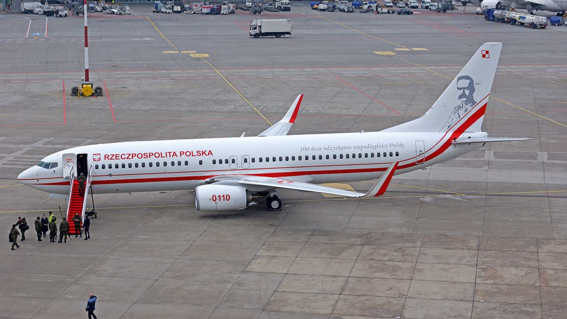 Jozef Pilsudski w całej okazałosci. Samolot przyprowadzili do kraju fabryczni piloci Boeinga, awnetrze nadal skonfigurowane jest wniskokosztowym standardzie dla 189 pasazerow.