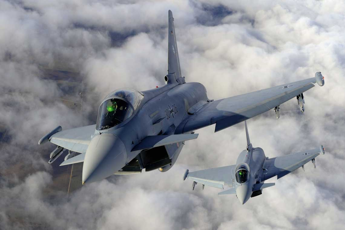 Dzięki bardzo dobremu stosunkowi ciągu do masy myśliwiec Eurofighter może latać z prędkościami przekraczającymi prędkość dźwięku bez użycia dopalania. Fot. BAE Systems
