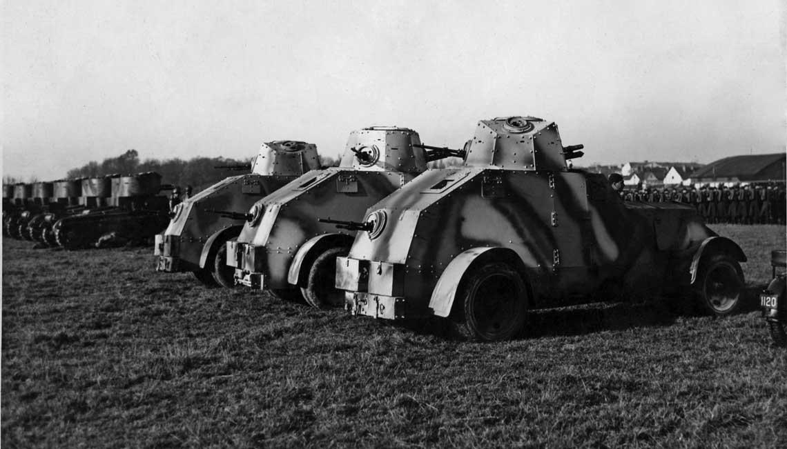 Samochody pancerne wz. 34 z 11 batalionu pancernego na przedwojennych manewrach.