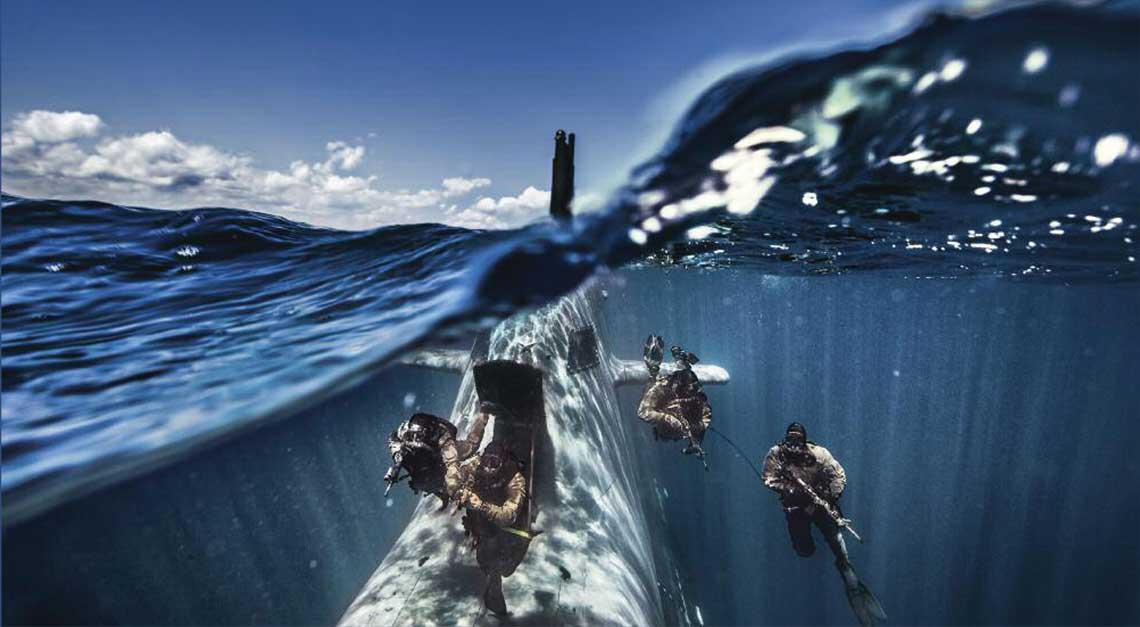 """Współczesny konwencjonalny okręt podwodny nie jest już tylko """"samotnym wilkiem"""" z dowódcą przyklejonym do peryskopu, wypatrującym dymów konwoju płynącego na horyzoncie. To dość wielozadaniowa jednostka, mogąca wykonywać niszowe zadania, często niedostępne innym okrętom. Fot. Marina Militare"""
