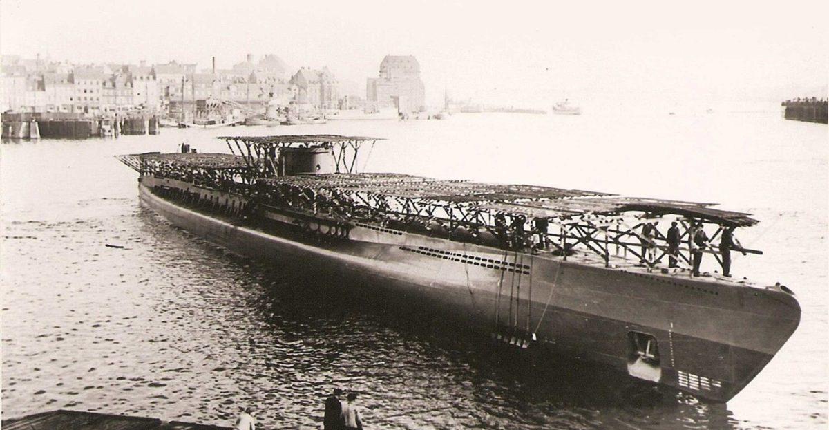 Latem 1944r. podwodny stawiacz min U234 (na zdjęciu w czasie wodowania) został przebudowany na transportowiec w stoczni Germaniawerft w Kilonii. Fot. NARA