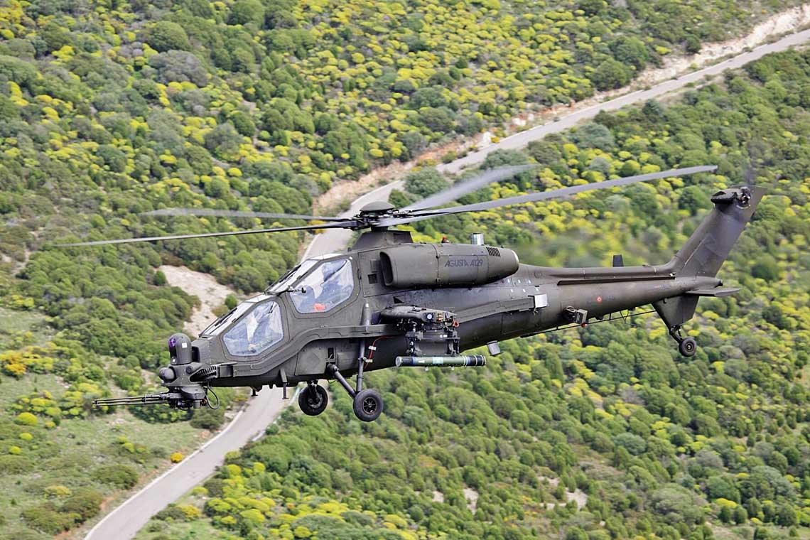 AH-129D, czyli ograniczona szczuploscia budzetu modernizacja AW129 z początku obecnej dekady. Wydaje sie, ze juz ostatnia w historii sluzby tego wiroplata w Esercito Italiano.