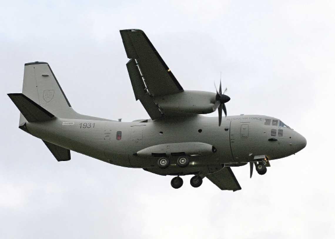 Pierwszy lekki samolot transportowy Leonardo C-27J Spartan przylecial na Slowacje 24 pazdziernika ubieglego roku, a jego uroczyste przejecie mialo miejsce 31 pazdziernika 2017 r. w bazie Malacky-Kuchyňa.