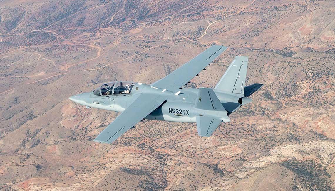 Textron AirLand Scorpion to odrzutowy, lekki samolot bojowy, charakteryzujacy sie niskimi kosztami eksploatacji. Prototyp samolotu po raz pierwszy wzbil sie w powietrze 12 grudnia 2013 r.