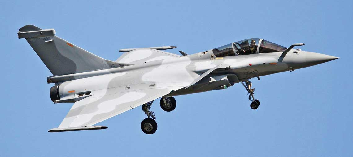 Dassault Aviation zdobylo kolejne zamowienie eksportowe Kataru na Rafale, ktore wliczbie 12 sztuk dolacza do 24 zamowionych w2015r. Maszyny pierwszej partii lataja juz we Francji, gdzie sluza m.in. do szkolenia katarskiego personelu. Fot. Daniel Castel.