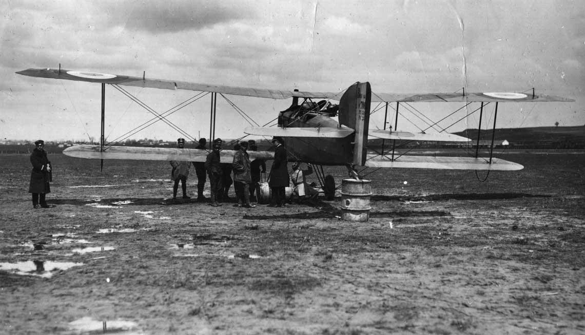 Bréguet XIVA2 ze skladu eskadry BR 39. (pozniejszej 16. Eskadry Wywiadowczej) na lotnisku we Lwowie w 1919 r. Sfotografowano egzemplarz nr 7065. Fot. ze zbiorow ks. Roberta Kulczynskiego SDB