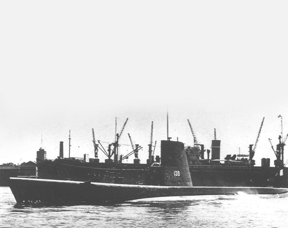 Ghazi w 1970r. w Karaczi, po powrocie z remontu przeprowadzonego w tureckiej Stoczni Marynarki Wojennej w Gölcük. Z uwagi na fakt, iz Kanał Sueski zamkniety byl od wojny szesciodniowej w 1967r., okret dwukrotnie pokonal trase dookola Afryki.