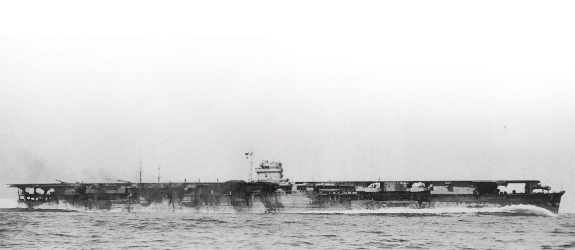 Lotniskowiec Hiryū w marszu z duza predkoscia podczas prob morskich na wodach zatoki Tateyama, 28 kwietnia 1939 r.