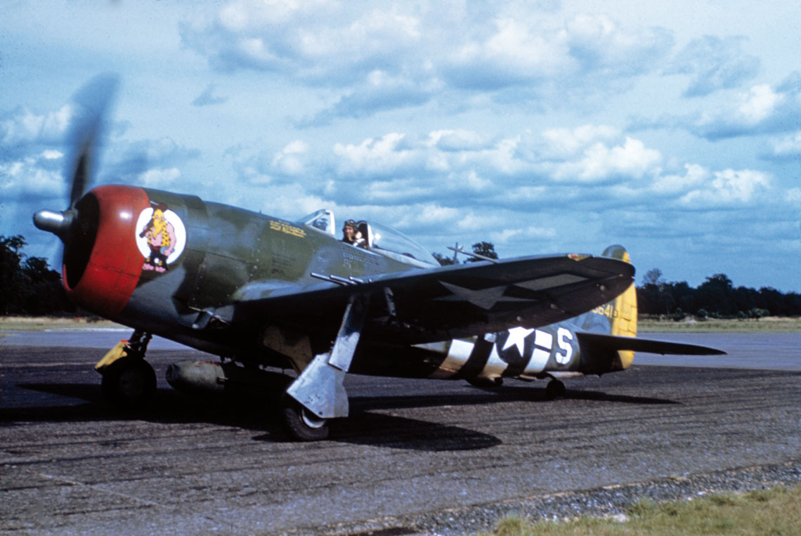 Col. David Schilling w swoim P-47D-25 (n/s 42-26641); jesien 1944 r.