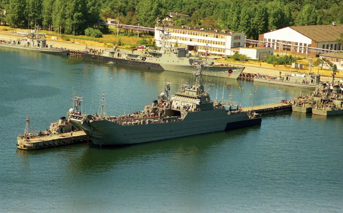 Port wojenny w Helu, maj 1995 r.