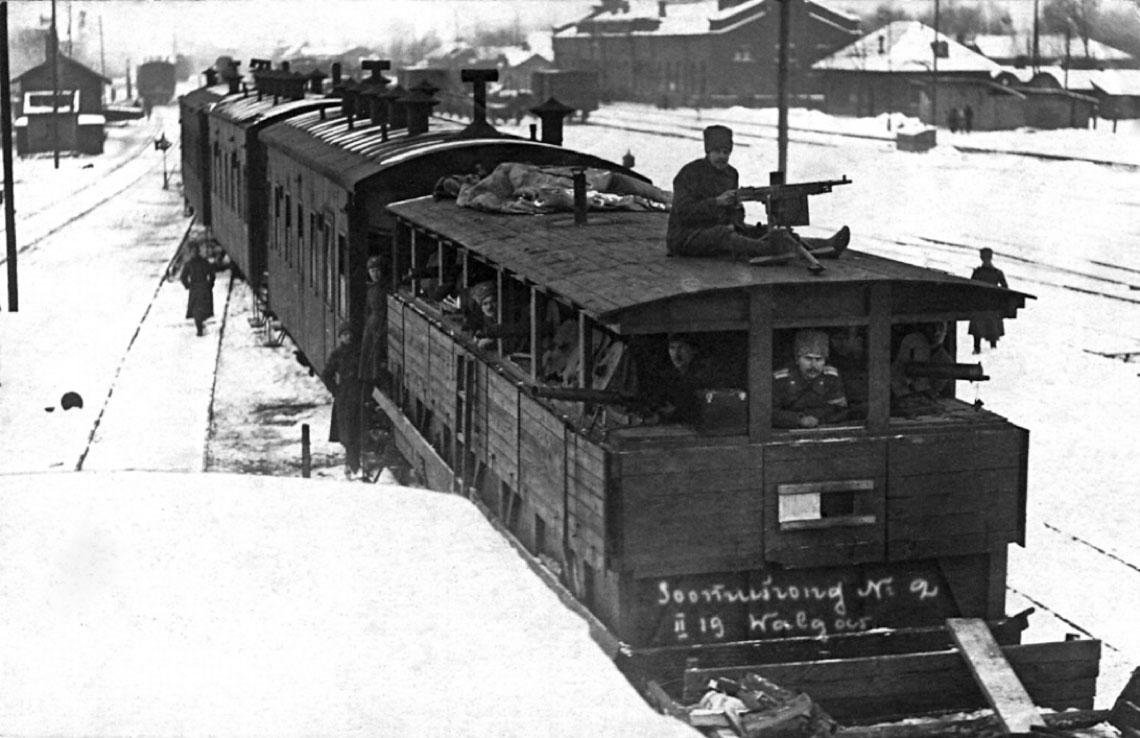 Szerokotorowy estonski pociag pancerny nr 2 w m. Valga na pograniczu estonsko-lotewskim w lutym 1919 r.