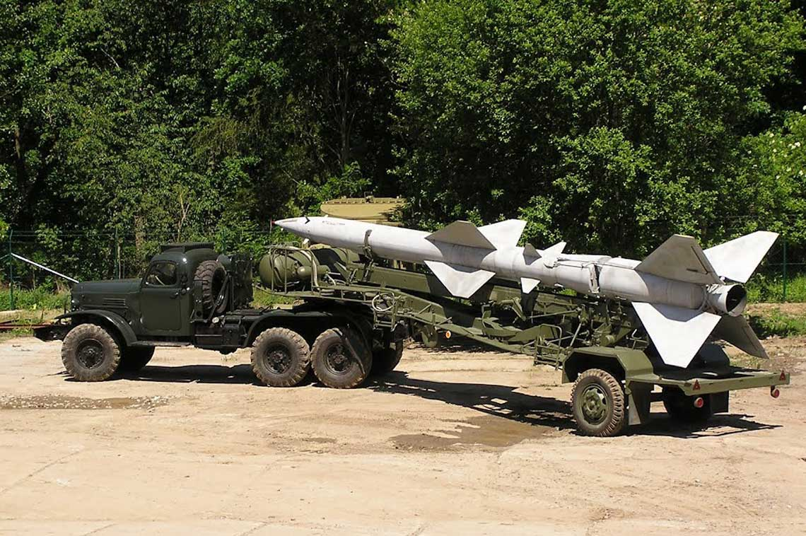 ZiL-157 wraz z naczepa PR-11 tworzyl zestaw STZ (samochod transportowo-zaladowczy) i sluzyl do transportu oraz zaladunku na wyrzutnie rakiet w przeciwlotniczych zestawach rakietowych Dzwina i Wolchow.