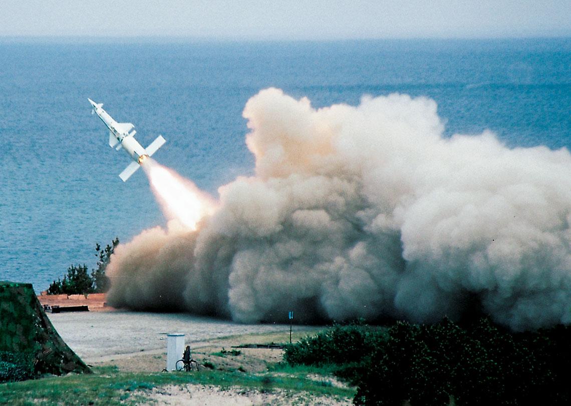 Start przeciwlotniczego pocisku kierowanego 5W27 z zestawu rakietowego S-125M jednego z dywizjonow 3. Brygady Artylerii OPK; poligon Wicko Morskie. Fot. Robert Rochowicz