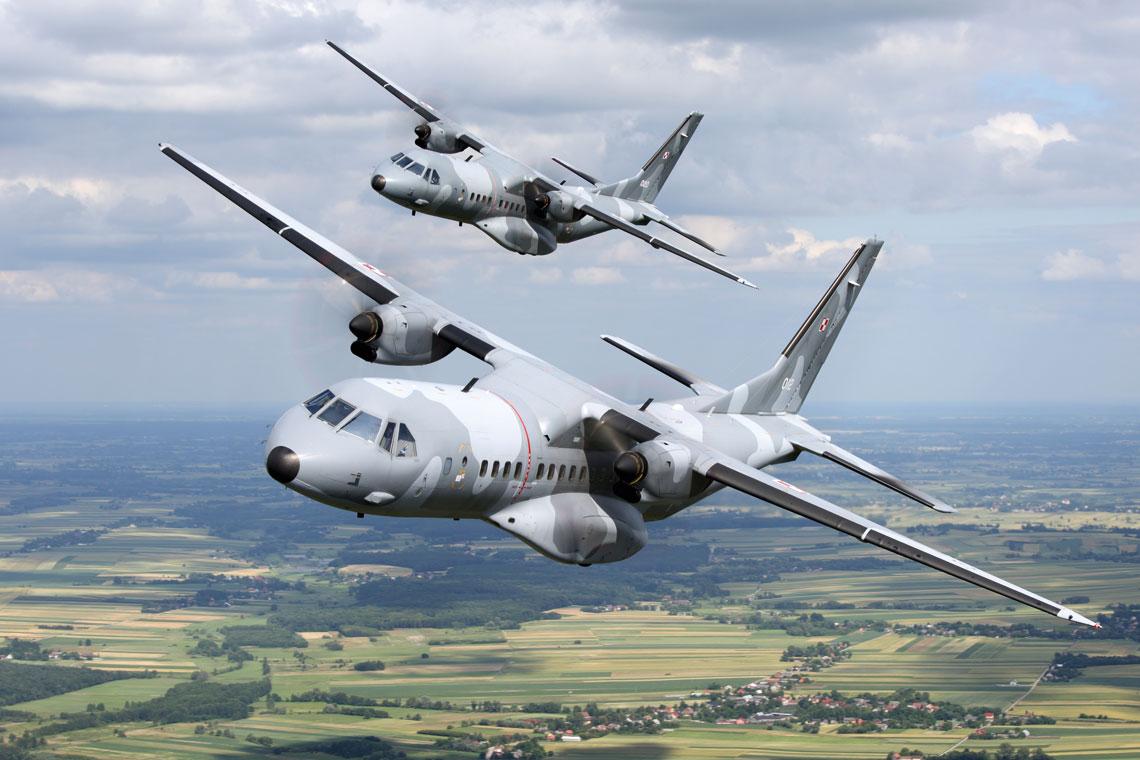 Zakupione w Hiszpanii dla Sil Powietrznych samoloty CASA C-295M to najnowoczesniejsze polskie samoloty transportowe. Udowodnily wielokrotnie swoja przydatnosc, w tym w misjach wykonywanych w rejonach niebezpiecznych poza granicami kraju.