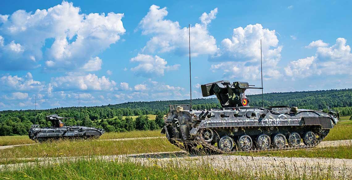 Sily Zbrojne Rumunii, choc na przestrzeni dwoch ostatnich dekad zrealizowaly wiele projektow majacych na celu zblizenie do standardow technicznych krajow NATO, to kluczowe przedsiewziecia modernizacyjne przeprowadzily lub zainicjowaly dopiero na przestrzeni ostatnich pieciu lat. Na zdjeciu zmodernizowane bojowe wozy piechoty MLI-84M.