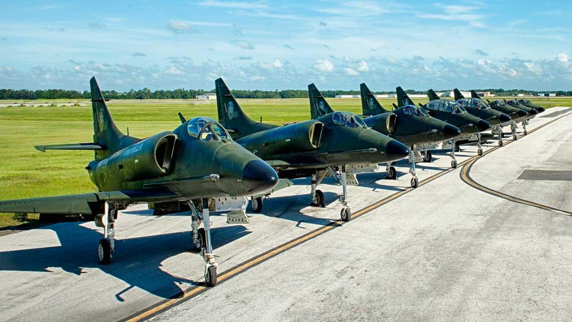 Samoloty A-4 Skyhawk (na zdjęciu), obok L-159E, to obecnie jedne z najbardziej intensywnie wykorzystywanych w szkoleniu maszyn firmy Draken International.