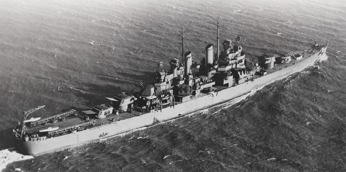 Krazownik lekki USS Montpelier, okret flagowy dowodzacego zespolem TF 39 kadm. Merrilla.