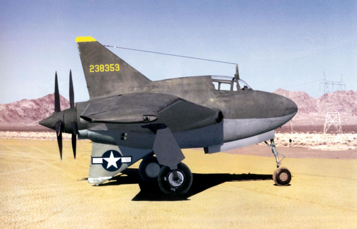 """Drugi prototyp XP-56 (nr ser. 42-38353) na wyschnietym jeziorze Roach Dry Lake w Nevadzie 22 marca 1944 r. Northrop XP-56 był jednym z trzech """"pchaczy"""" zbudowanych w ramach konkursu R40-C."""
