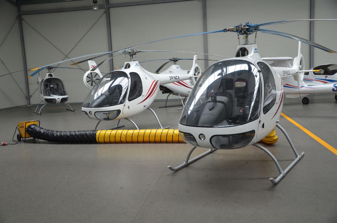 W ostatnich latach WSOSP weszla w posiadanie kilkunastu nowoczesnych ultralekkich  statkow powietrznych wykorzystywanych przez Akademicki Osrodek Szkolenia Lotniczego.