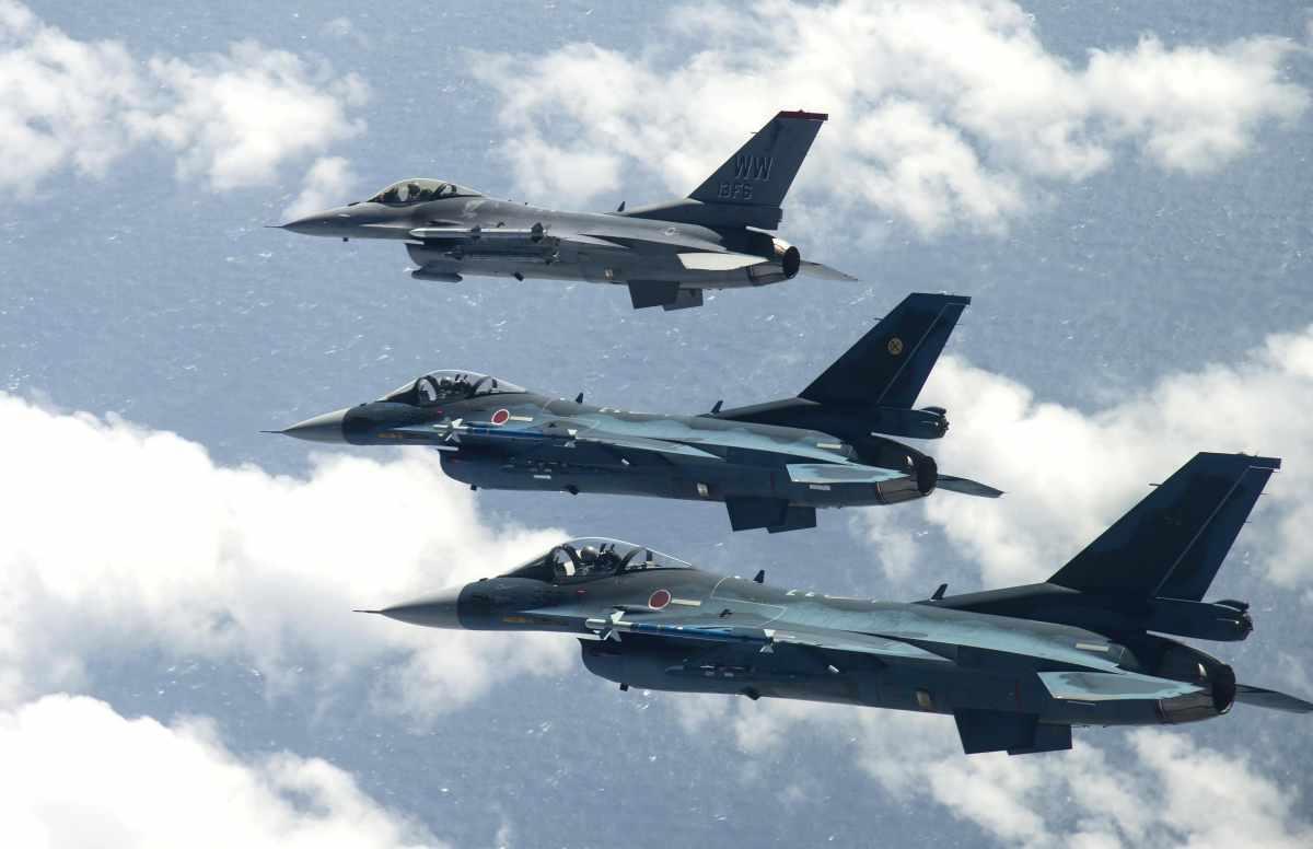 Mitsubishi F-2 był drugą próbą opracowania samolotu bojowego przez Japonię, jednak w tym przypadku nie obyło się bez pomocy Amerykanów, którzy zaoferowali technologie F-16C/D. Fot. USAF