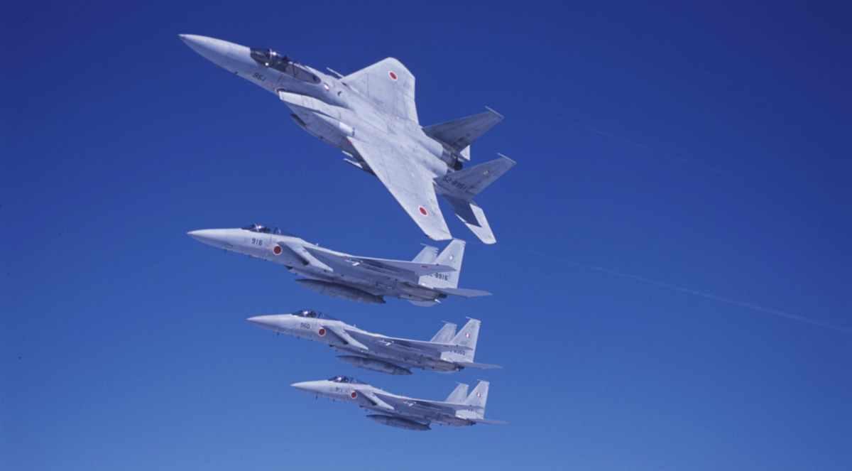 Brak zgody na sprzedaż F-22A Raptor spowodował, że F-15CJ/DJ muszą służyć dłużej ‒ część z nich ma zostać zmodernizowanych, a około 100 miałoby zostać zastąpionych przez F-3 i drugą transzę Lightningów II. Fot. Siły Samoobrony Japonii.