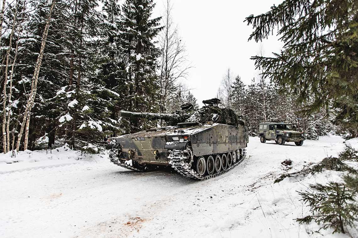 Wgrudniu 2014 r. podpisano umowe na zakup 22 bwp CV9035 wnajnowszym wowczas wariancie Mk III. Wozy zakupiono wHolandii iuzupełniono o37 podwozi wersji Mk I, odkupionych za bezcen od Norwegii. Te ostatnie posluza jako baza wersji specjalistycznych.
