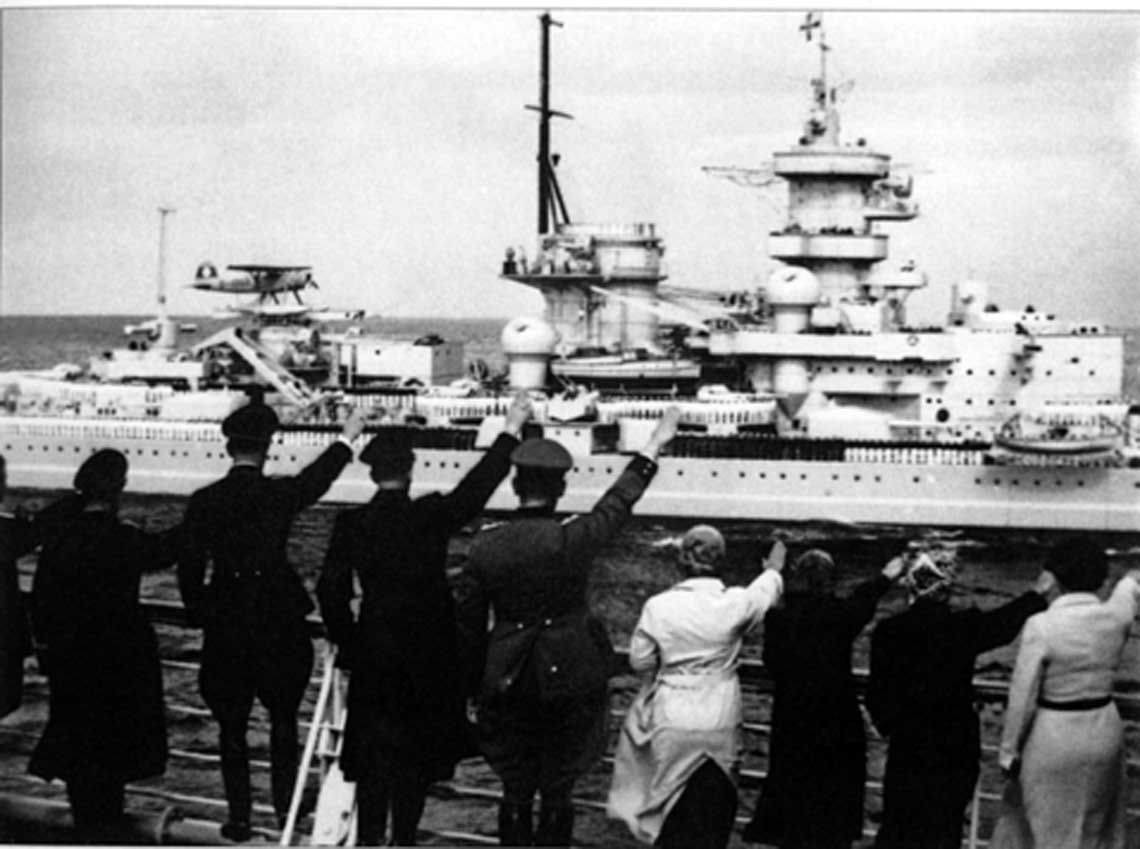 Heinkel He 114 V4, D-IODG na katapulcie pancernika Gneisenau podczas parady floty z okazji wizyty admirala Horthy 22 sierpnia 1938 r.