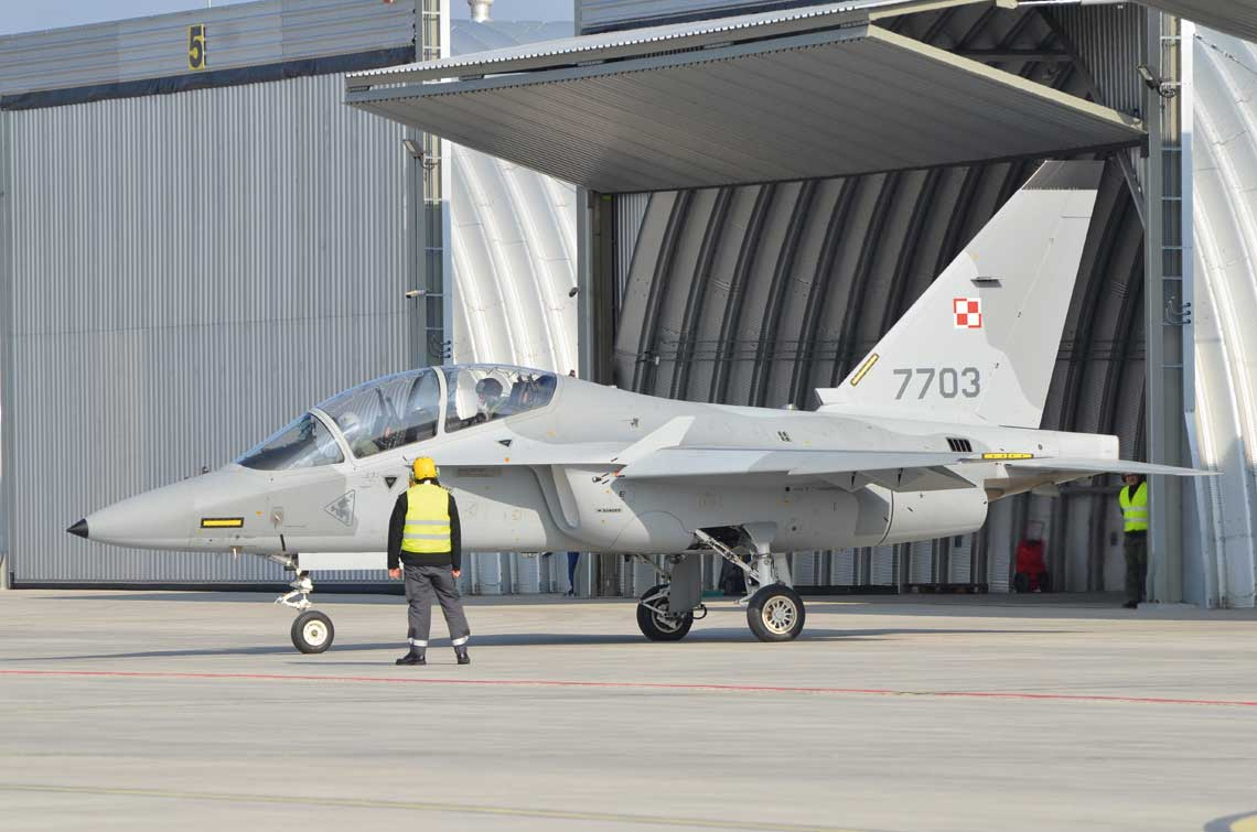 Na ten rok jest przewidziane doskonalenie kadry z 41. Bazy Lotnictwa Szkolnego wyznaczonej do wykonywania lotow na M-346. Zakladamy, ze pierwsza grupe podchorazych zaczniemy szkolic w2019 r.