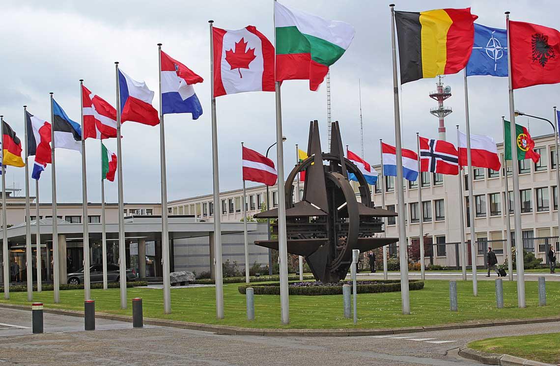 NATO-wski proces planowania obronnego jest uwazany za wzor tego rodzaju wspolnych działan, choc sam w sobie ma istotne ograniczenia i nie sposob go zaimplementowac na potrzeby Unii Europejskiej. Na zdjeciu stara siedziba Sojuszu, z ktorej obecnie trwa przeprowadzka do nowego kompleksu.
