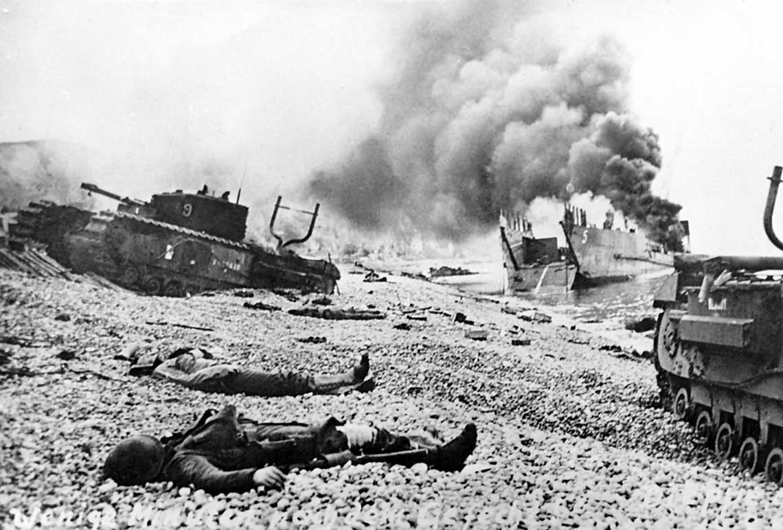Rajd na Dieppe byl jedna z najbardziej kontrowersyjnych operacji II wojny swiatowej, zle zaplanowana i zupelnie niepotrzebną. Skończył się olbrzymimi stratami i niczego nie wniosl do ostatecznego zwyciestwa nad Niemcami.