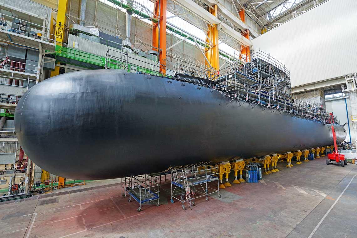 Suffren, czyli pierwsza Barracuda whali stoczni Naval Group wCherbourgu. Zdjecie zostalo ocenzurowane. Usunieto m.in. anteny boczne zkadluba.