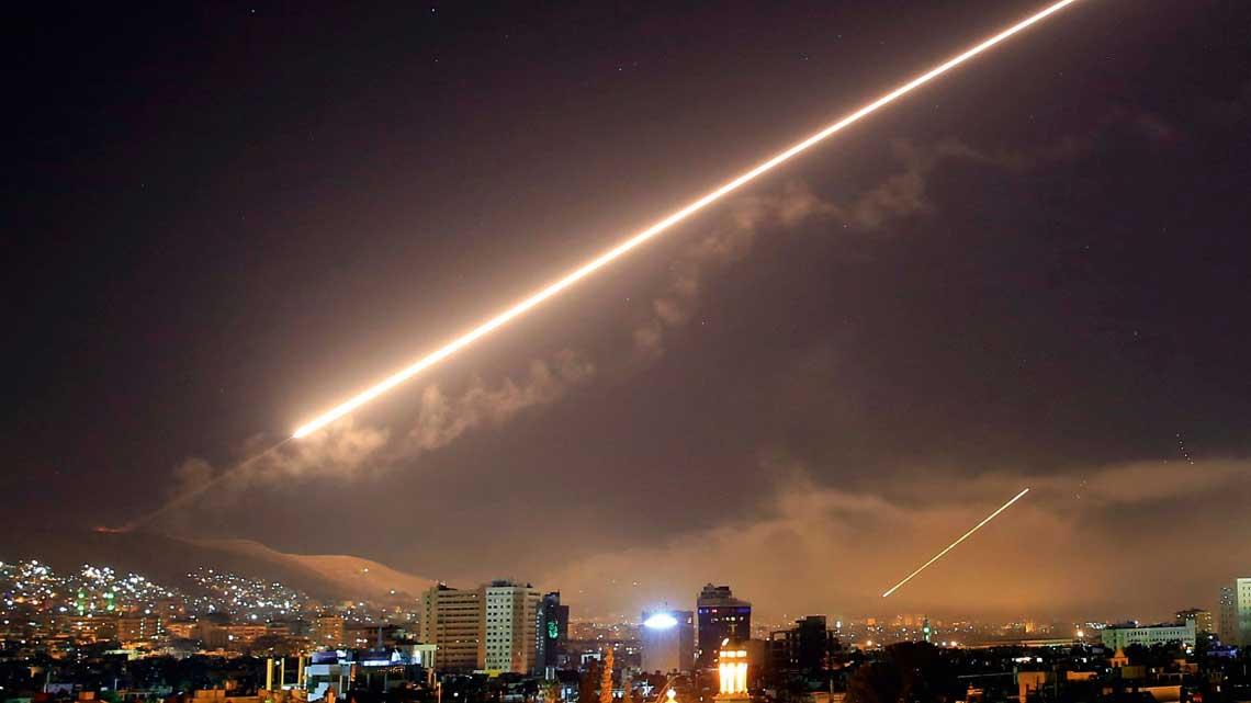 Celem skoordynowanego i precyzyjnego ataku byly trzy miejsca zwiazane z produkcja i przechowywaniem broni chemicznej  – centrum badawcze w Barzah, magazyn broni chemicznej w okolicach Him Shinshar i zlokalizowane  o siedem kilometrow od niego  stanowisko dowodzenia. Byly to trzy kluczowe miejsca zwiazane  z syryjska bronia chemiczna, ktore ulegly calkowitemu zniszczeniu.