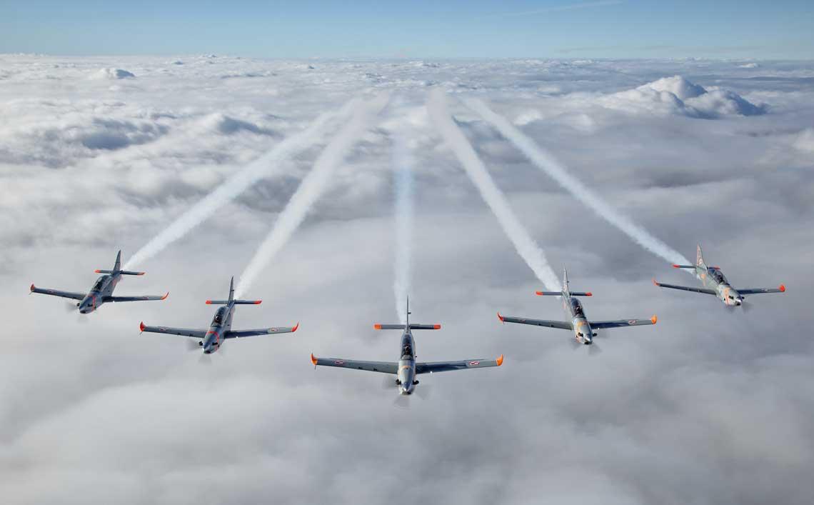 """Zespol Akrobacyjny """"Orlik"""" od poczatku lata na turbosmiglowych samolotach szkolno-treningowych PZL-130 Orlik od ktorych wziela sie jego nazwa. Wszystkie fot. Bartosz Bera"""