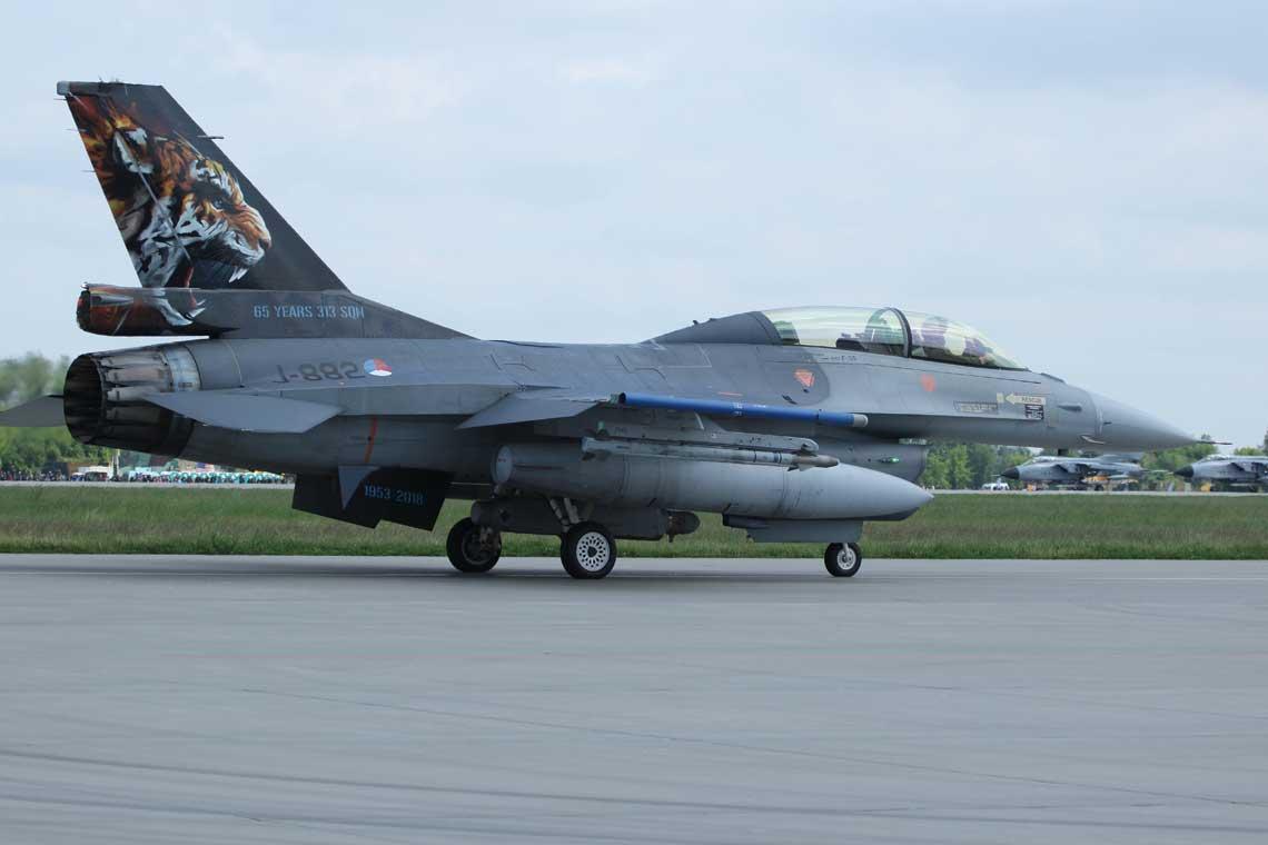 """F-16B MLU z 313. Eskadry Sil Powietrznych Holandii. Podczas tegorocznej edycji NTM jednostka ta zdobyla dwie glowne nagrody: """"Silver Tiger Trophy"""" i """"Best Flying Unit"""""""