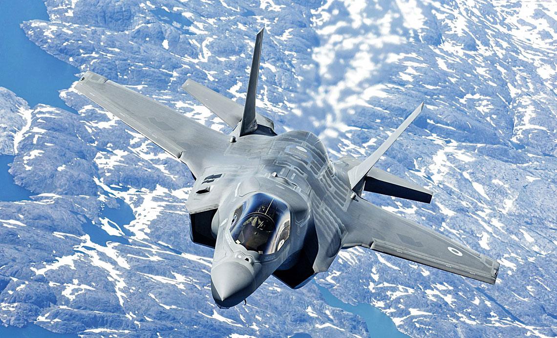6 czerwca pierwsze maszyny F-35B Lightning II zostaly przebazowane do Marham rozpoczynajac proces przezbrojenia i wdrozenia do eksploatacji 617. Dywizjonu RAF, pierwszej jednostki na Wyspach Brytyjskich wyposazonych w samoloty tego typu.