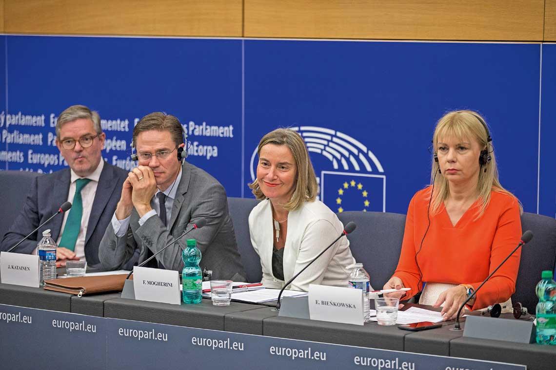 Konferencja prasowa 13czerwca z udzialem przedstawicieli Komisji Europejskiej dotyczaca Europejskiego Funduszu Obronnego. Od lewej: Julian King, Jyrki Katainen, Federica Mogherini i Elzbieta Bienkowska.