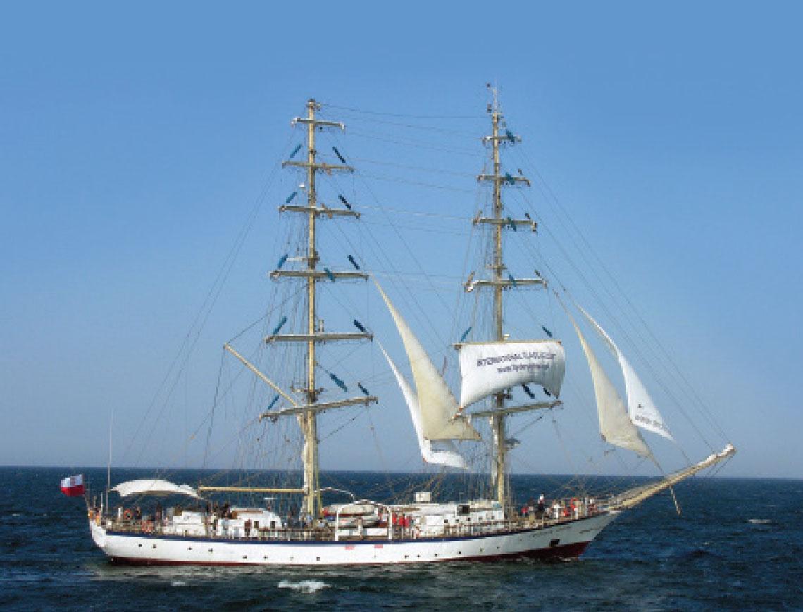 Jeden z najwiekszych brygow swiata – Fryderyk Chopin – na Zatoce Pomorskiej. Fot. Tomasz Grotnik