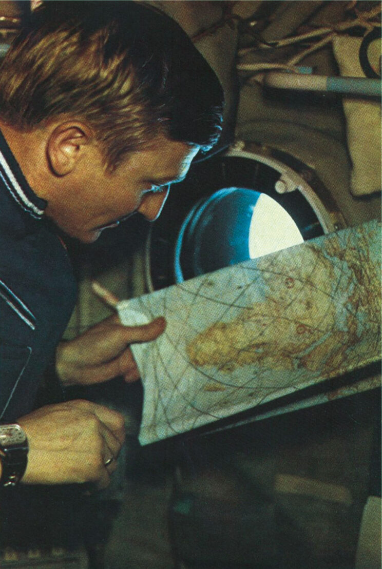 Mapa pomaga w zorientowaniu się, co widać z wysokości ponad 300 km.