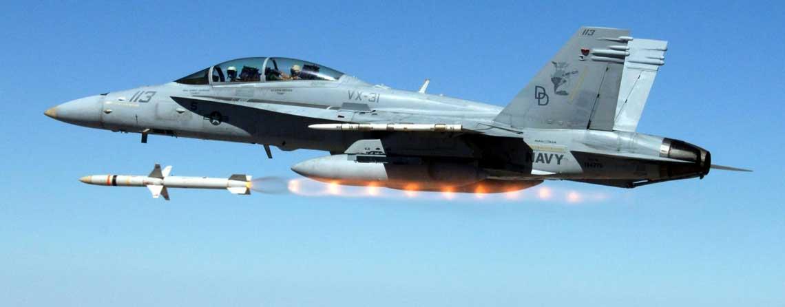 Przeciwradiolokacyjny pocisk kierowany AGM-88 HARM to dziś najlepszy pocisk tego typu na swiecie, sprawdzony bojowo wwielu konfliktach zbrojnych. AGM-88E AARGM, to jego najnowsza i znacznie bardziej zaawansowana wersja. Fot. US Navy