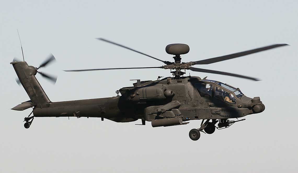 W 2017 r. rozpoczeto prace majace na celu wdrozenie pakietu V6, znaczenie zwiekszajacego mozliwosci bojowe smiglowcow AH-64E, szczegolnie w zakresie wykrywania celow powierzchniowych oraz kontroli nad samolotami zdalnie pilotowanymi. Fot. Jeroen Stroes