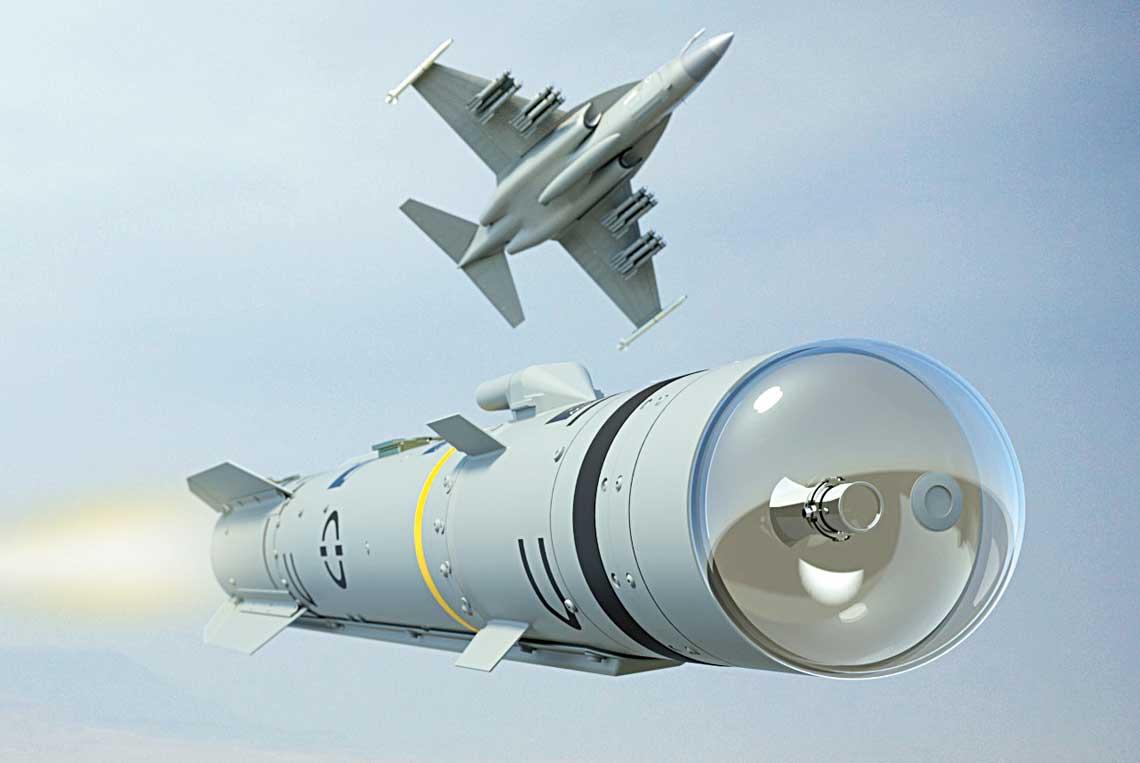 Chociaz dzis Brimstone jest operacyjnie przenoszony jedynie przez samoloty, faktycznie jest bronia uniwersalna, ktora moze byc odpalana takze zplatform ladowych imorskich. Przygotowywana jest także jego integracja znowymi platformami lotniczymi, m.in. lekkimi samolotami bojowymi Leonardo M-346FA.