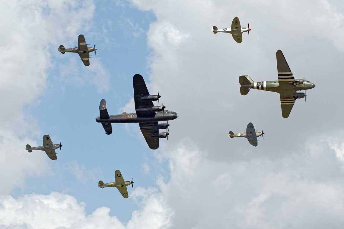 Formacja Trenchard Plus w wykonaniu Battle of Britain Memorial Flight godnie upamietnila stulecie powstania RAF. Fot. Zbigniew Jozwik