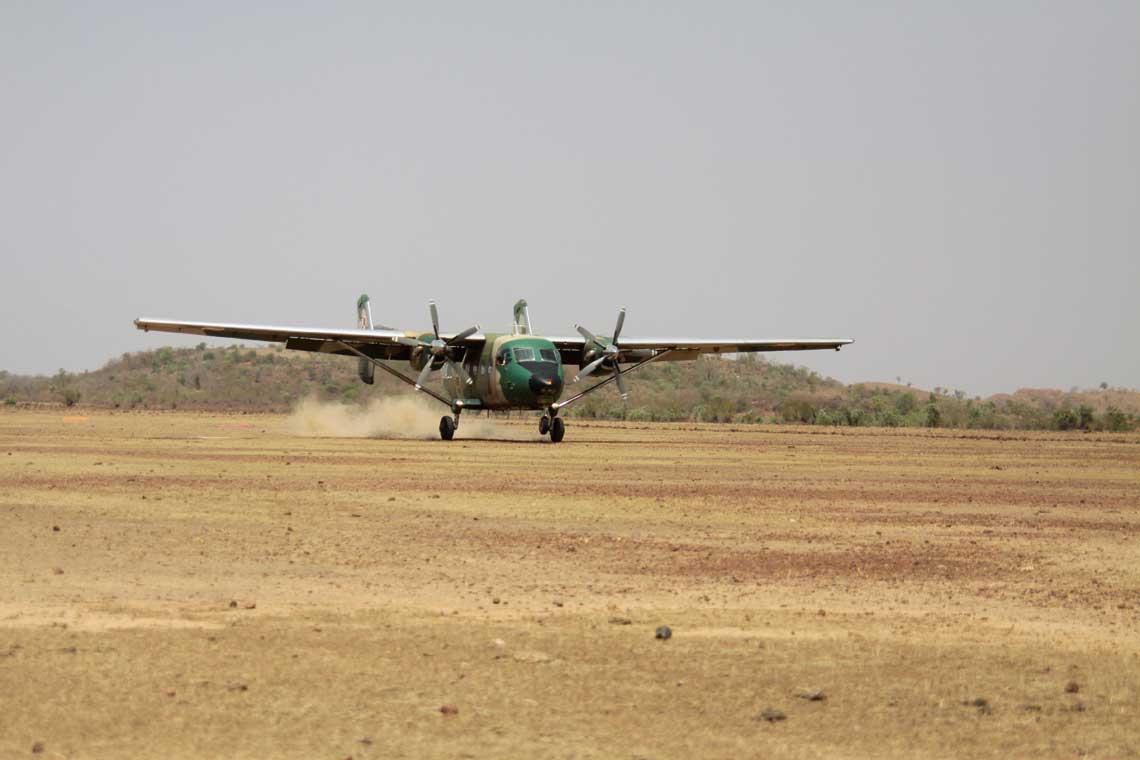 Standardowo loty odbywaly sie z nieutwardzonej powierzchni, ale samoloty M-28B/PT sa do tego doskonale przygotowane i nie sprawialy zadnych problemow.