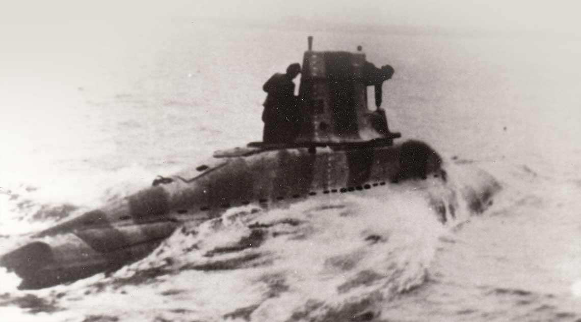 V 80 w rejonie Helu, w trakcie prob z napedem turbina inz. Waltera w 1942 r. Widoczny kamuflaz i proporcje niewielkiej czesci nawodnej.