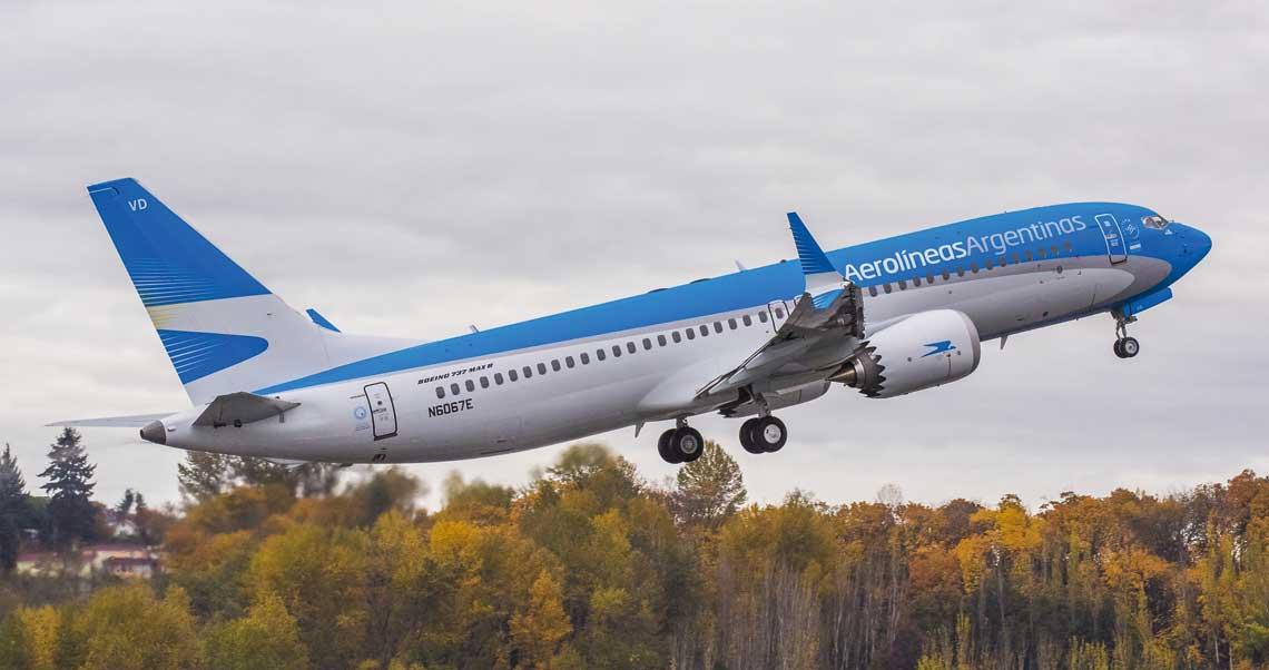 Aerolíneas Argentinas jest pierwsza poludniowoamerykanska linia ktora otrzymala Boeingi 737-MAX 8.  Na zdjeciu: samolot dostarczony do Buenos Aires 23 listopada 2017 r. W czerwcu 2018 r. linia eksploatowala 5 B737MAX8, do 2020 r. przewoznik otrzyma 11 B737 w tej wersji. Fot. Boeing