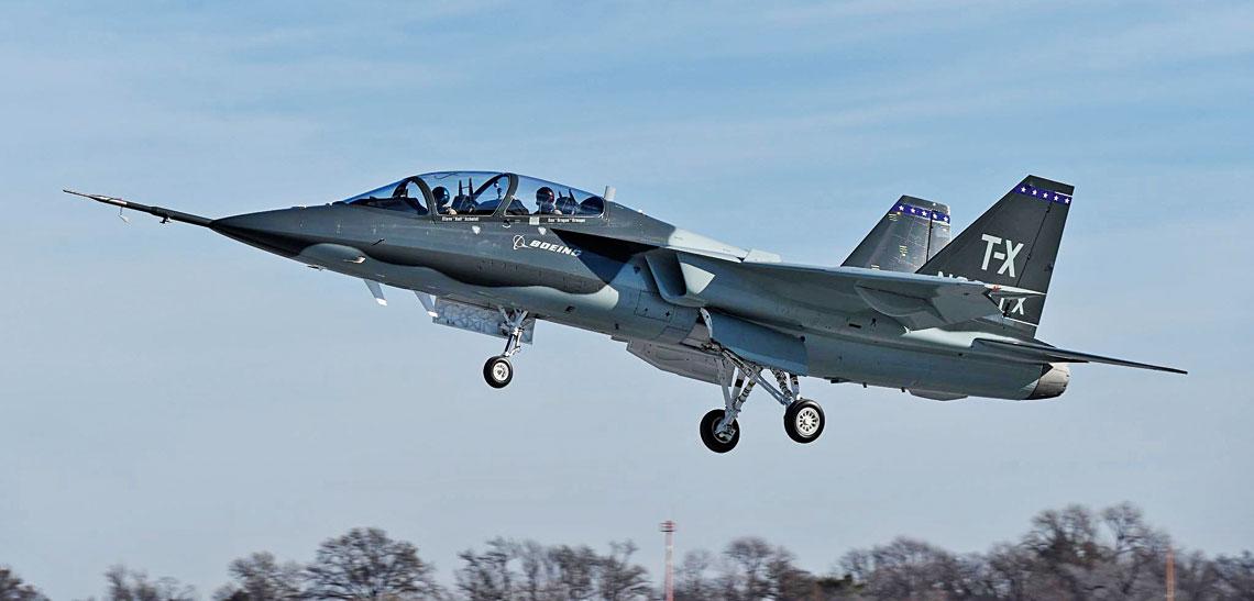27 wrzesnia Departament Obrony Stanow Zjednoczonych oglosil, ze nastepca samolotow Northrop T-38C Talon bedzie maszyna BTX-1 zaoferowana przez konsorcjum Boeinga i Saaba.