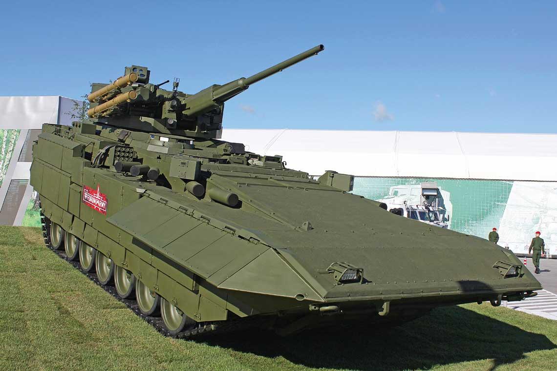 Ciezki bojowy woz piechoty T-15 nalezacy do rodziny Armata z nowa wieza.