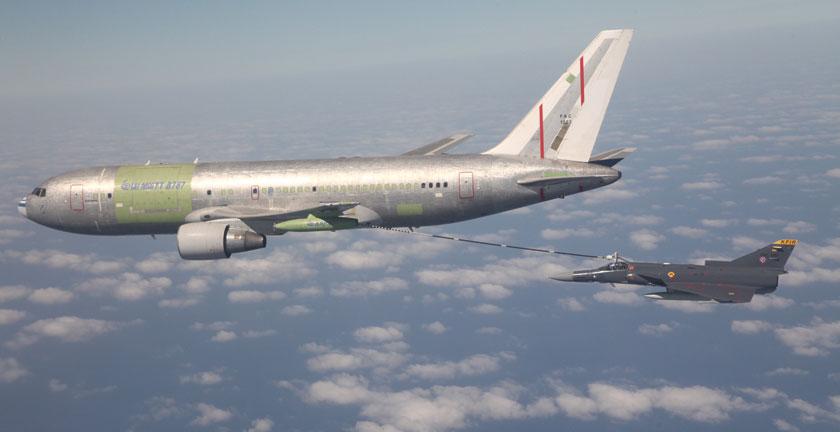 Według oficjalnych danych kolumbijski Boeing 767 MMTT jest zdolny do przetransportowania 35 t paliwa na odległość 3600 km, 200 żołnierzy z uzbrojeniem i wyposażeniem na odległość 8000 km albo 36 t ładunku na odległość 5400 km.
